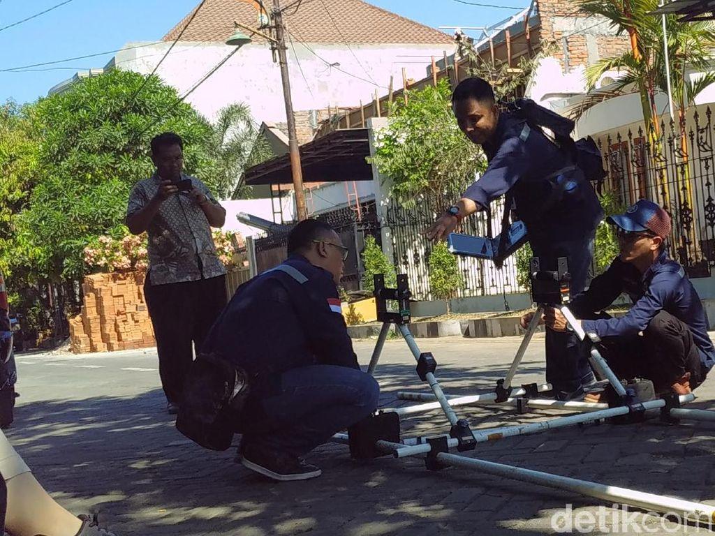 Badan Geologi Bandung Survei Georadar Terkait Semburan Minyak di Surabaya