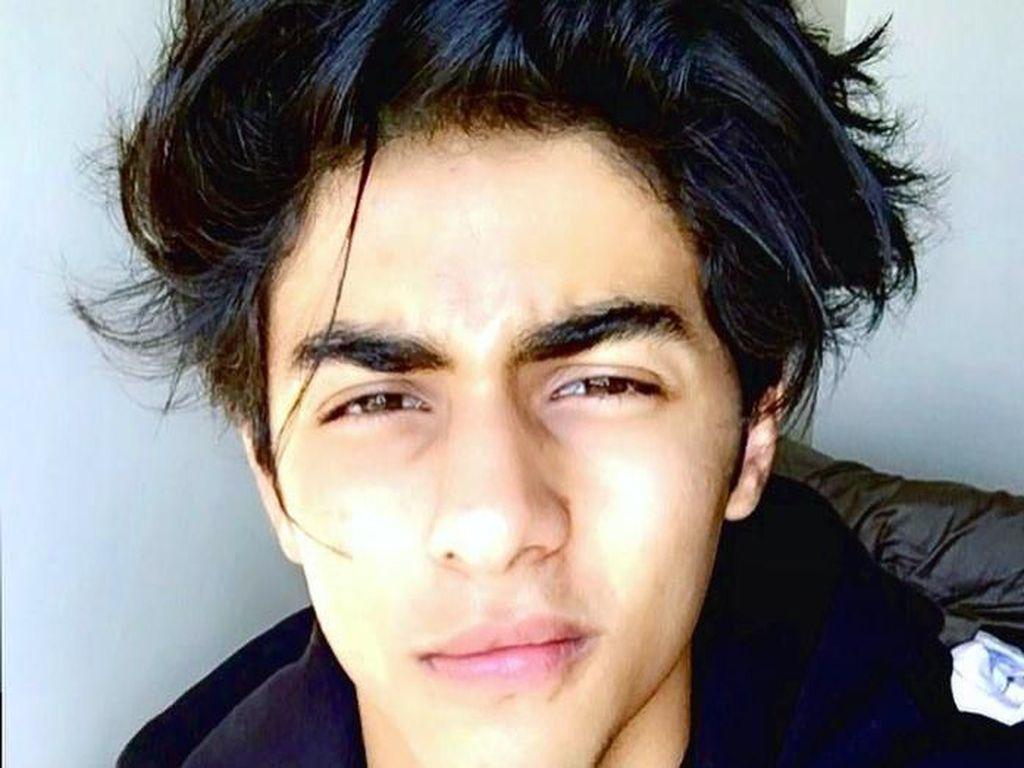 7 Fakta Anak Shah Rukh Khan yang Wajah Gantengnya Saat Wisuda Viral