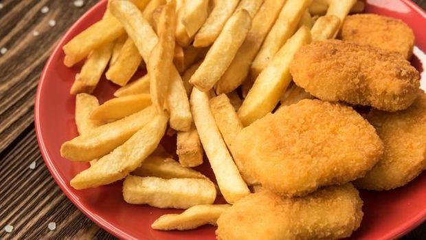 Makan junk food