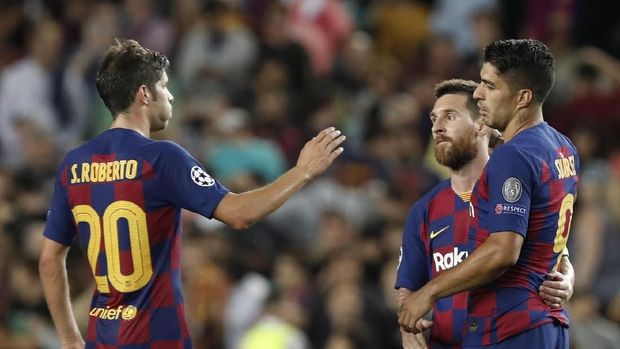 Barcelona's Luis Suarez, Lionel Messi, and Sergi Roberto celebrate at the end of group F Champions League soccer match between F.C. Barcelona and Inter Milan at the Camp Nou stadium in Barcelona, Spain, Wednesday, Oct. 2, 2019. (AP Photo/Joan Monfort)