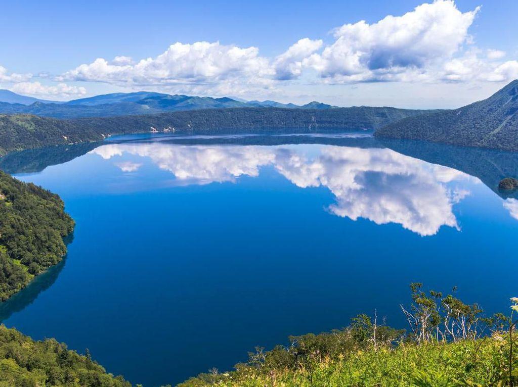 Foto: Danau Terjernih di Jepang, Tak Boleh Disentuh