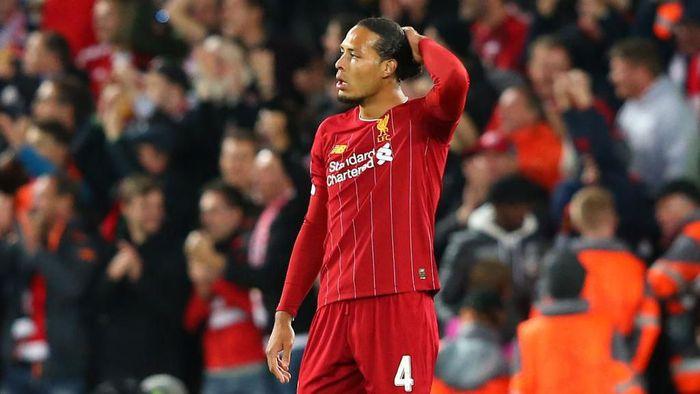 Virgil van Dijk kok absen di latihan terakhir Liverpool melawan Manchester City? (Foto: Alex Livesey/Getty Images)