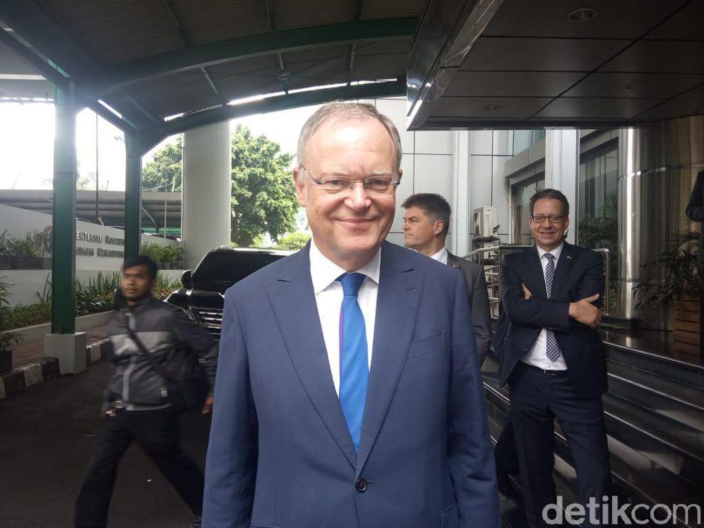 PM Niedersachsen Temui Luhut Bahas Mobil Listrik VW Masuk RI