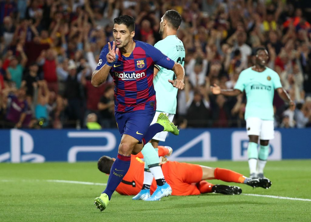 Soccer Football - Champions League - Group F - FC Barcelona v Inter Milan - Camp Nou, Barcelona, Spain - October 2, 2019  Barcelona's Luis Suarez celebrates scoring their second goal                REUTERS/Sergio Perez