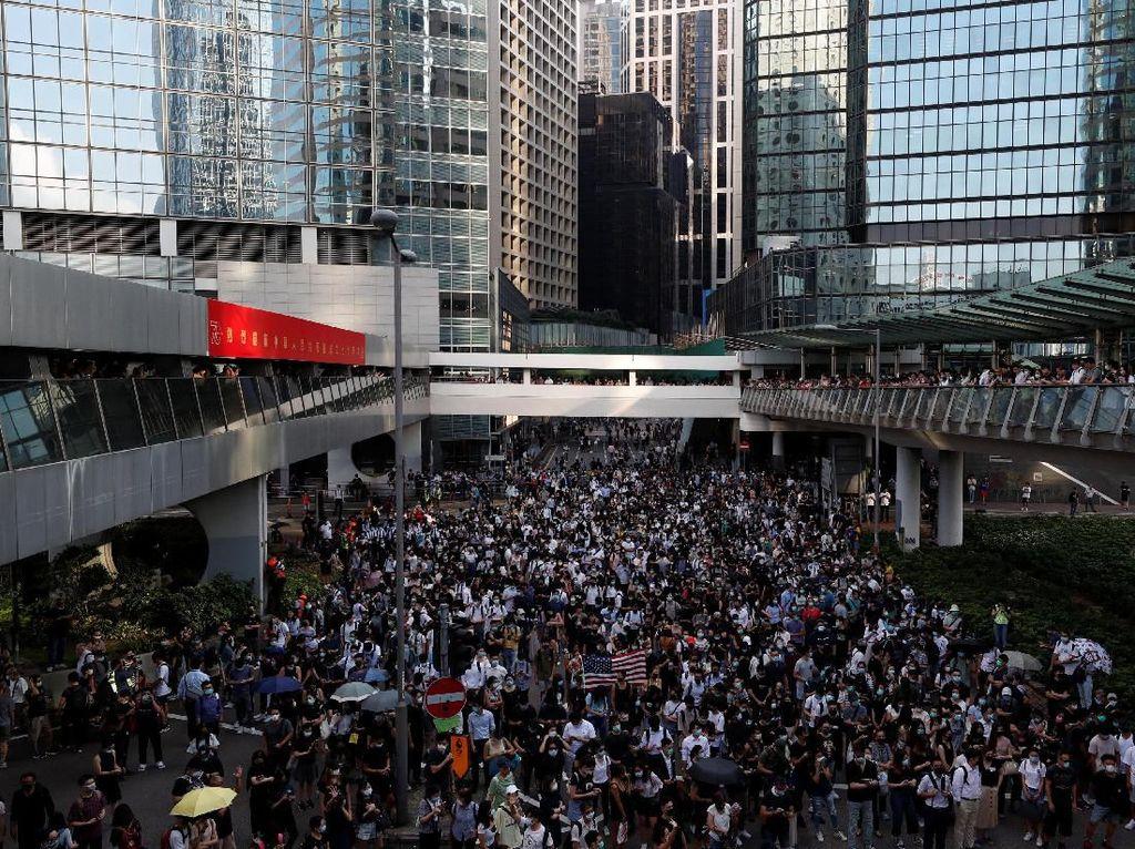 Demo Tak Kunjung Usai, Hong Kong Kini Jatuh Dalam Resesi