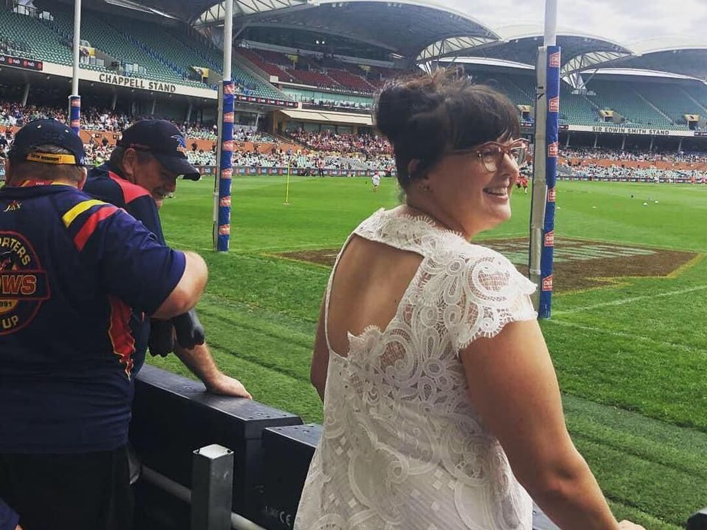 Wanita Ini Pakai Gaun Pernikahannya Setiap Hari Selama Setahun Demi Irit