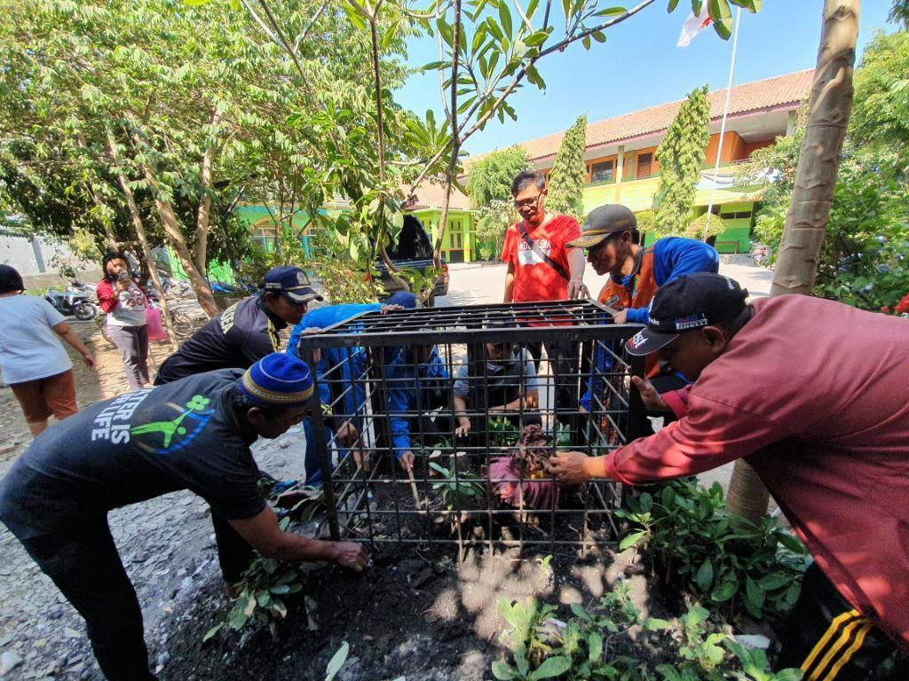 Pemkot Kerangkeng Tanaman Mirip Bunga Bangkai di SD Bekasi