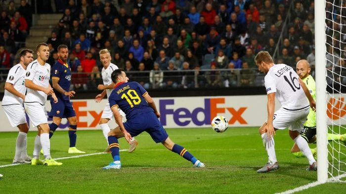 AS Roma berimbang 1-1 dengan Wolfsberger. (Foto: Leonhard Foeger/REUTERS)