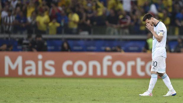 Lionel Messi mendominasi di Piala Dunia U-20 2005 bersama Argentina.