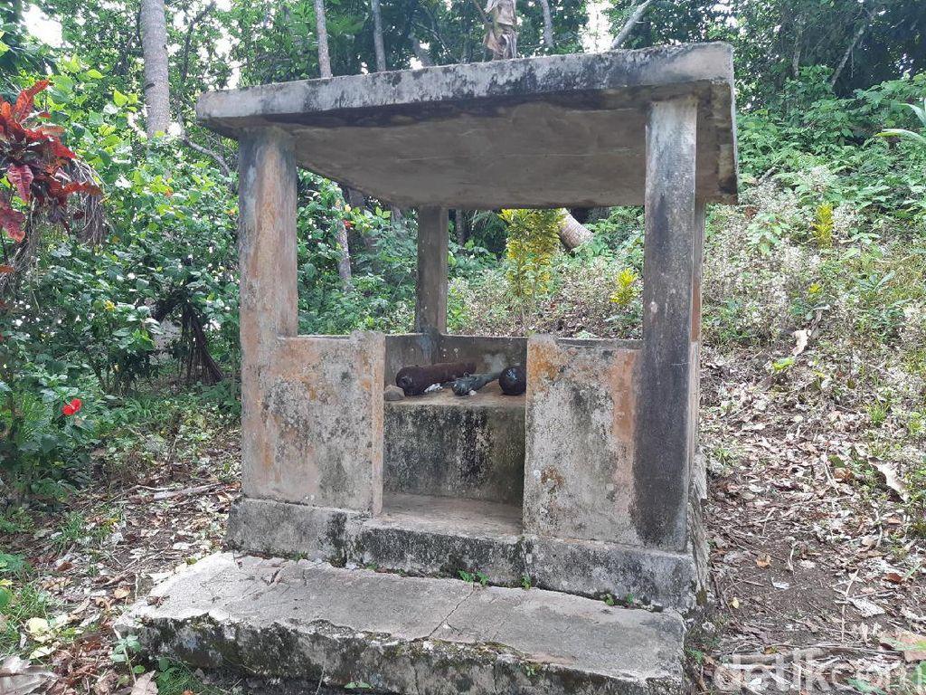 Foto: Tempat Keramat di Pulau Menangis