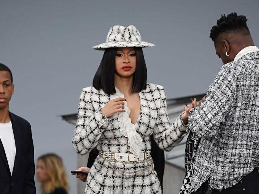 Foto: 9 Artis Paling Stylish di Paris Fashion Week Spring-Summer 2020