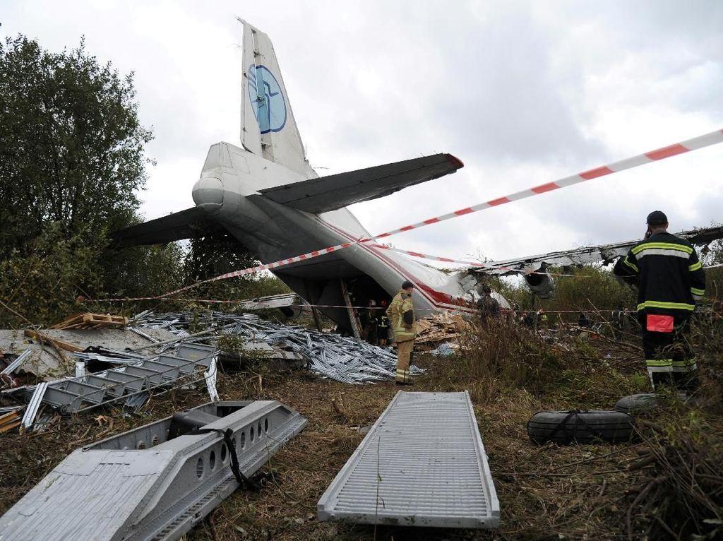 Pesawat Jatuh Saat Akan Lepas Landas di Ukraina, 5 Orang Tewas