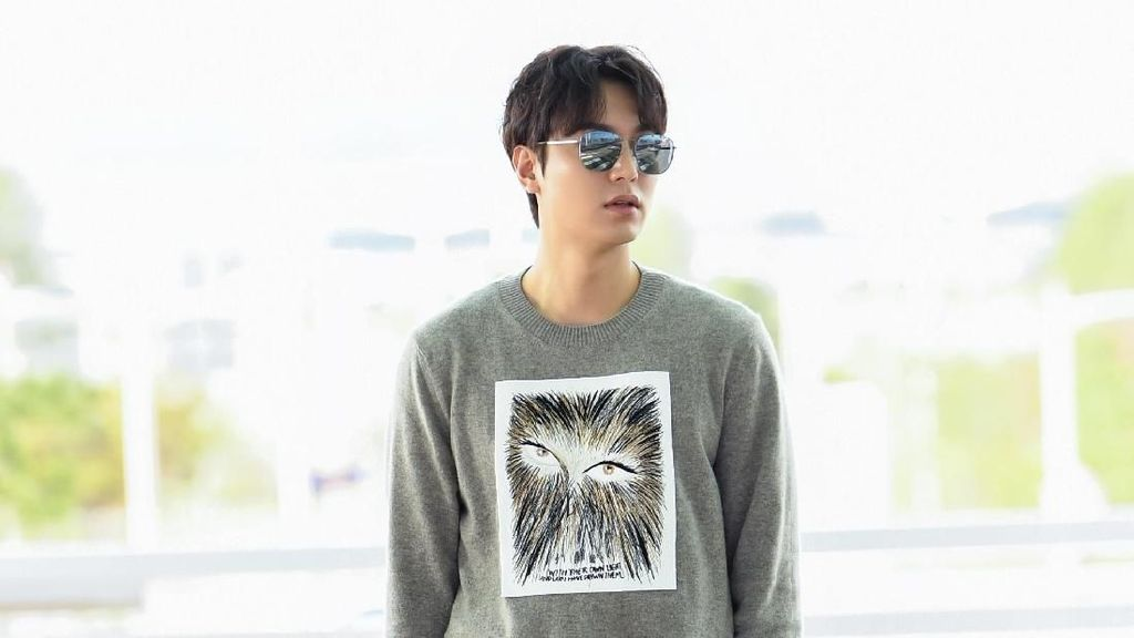 Terbang ke Bali, Lee Min Ho Pakai Baju Serba Dior Rp 127 Jutaan