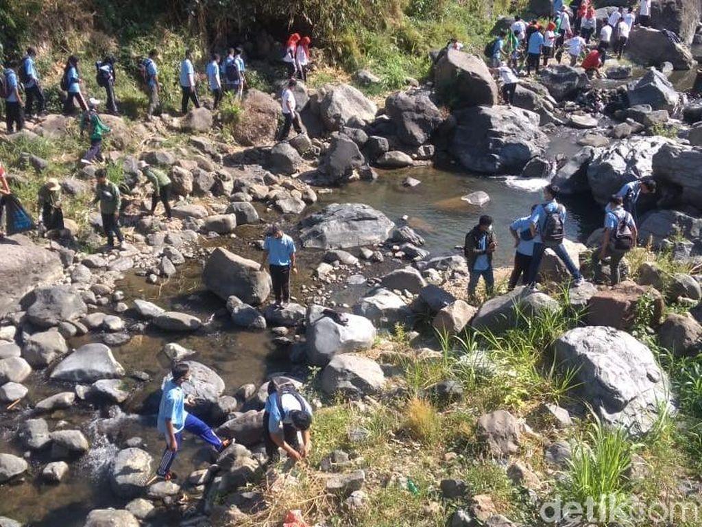 Bersih-bersih Sungai Mulai dari Hulu di Perbukitan Rahtawu Kudus