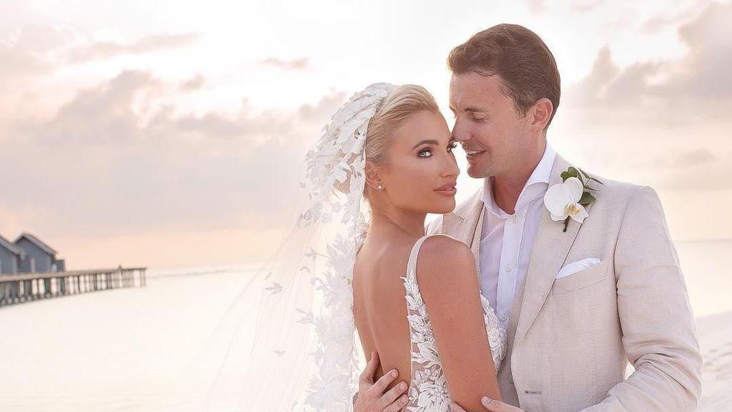 7 Seleb Pakai Gaun Pernikahan Transparan, Kim K Hingga Istri Pemain Bola