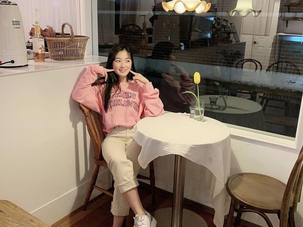 Gaya Cute Kim Hye Yoon, Bintang Extraordinary You Saat Kulineran