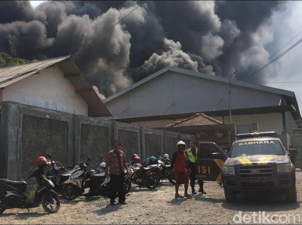 Penyebab Pabrik Perabotan Rumah Tangga Terbakar Diduga dari Percikan Las
