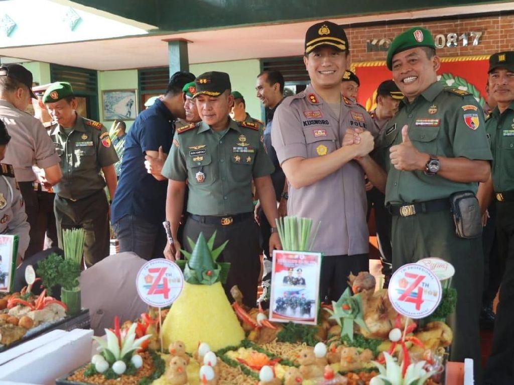 Kejutan Tumpeng dan SIM Gratis untuk Anggota TNI Gresik di Hari Jadinya