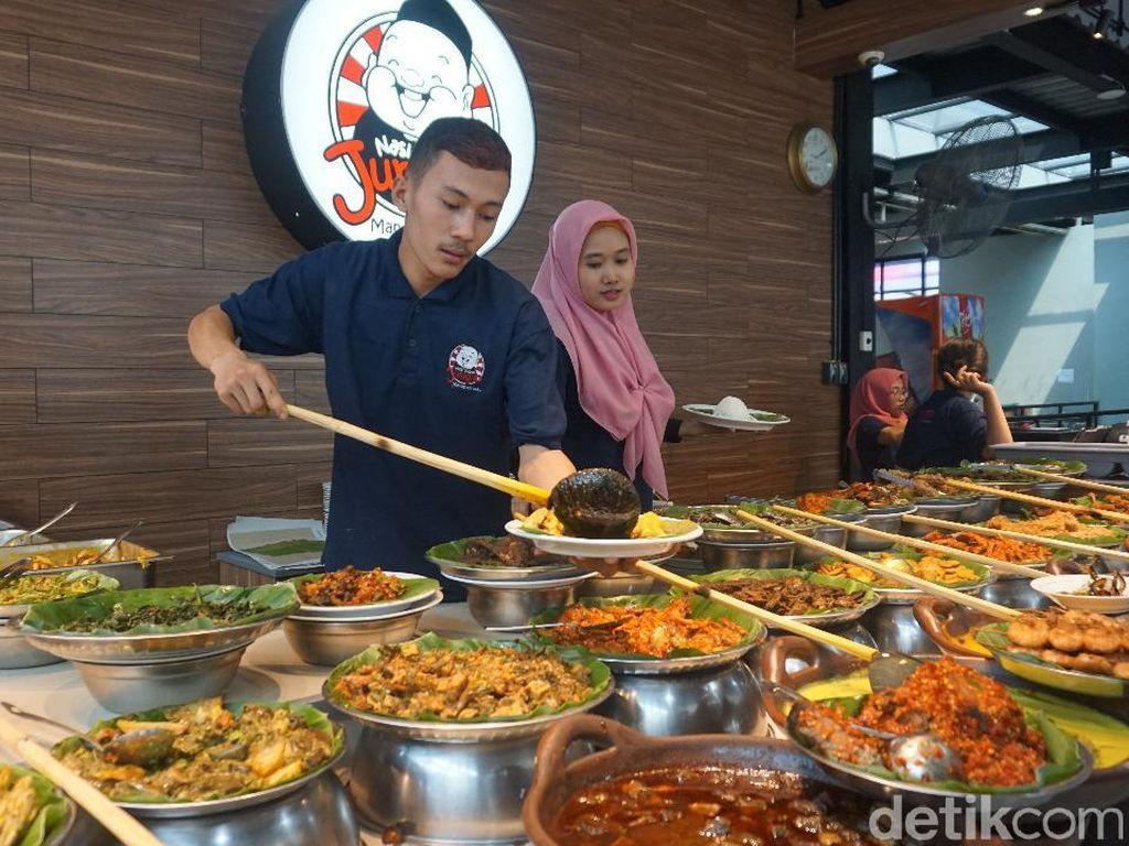 Sensasi Makan Lauk Pauk Melimpah di Nasi Kapau Juragan