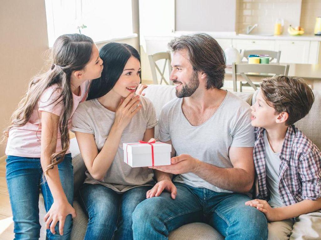 8 Ide Kado Ulang Tahun untuk Istri, Dijamin Bakal Bikin Makin Cinta