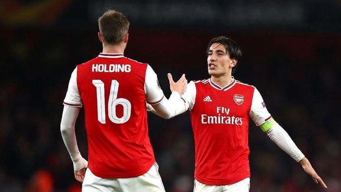 Hector Bellerin tampil sebagai starter dan jadi kapten saat Arsenal melumat Standard Liege. (Foto: Julian Finney/Getty Images)