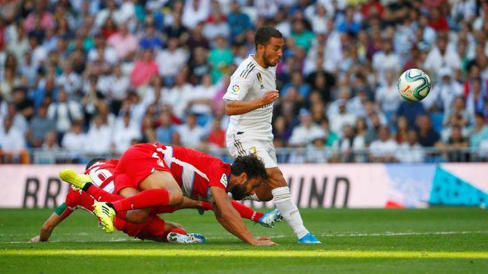 Soccer Football - La Liga Santander - Real Madrid v Granada - Santiago Bernabeu, Madrid, Spain - October 5, 2019  Real Madrids Eden Hazard scores their second goal   REUTERS/Javier Barbancho