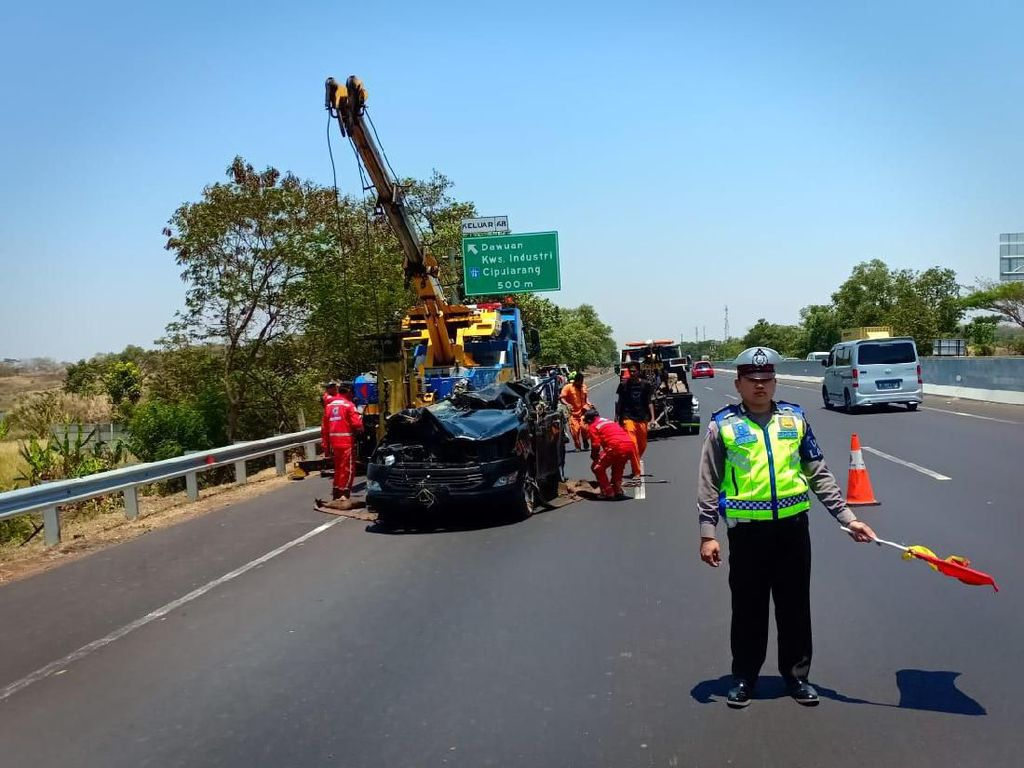 3 Korban Tewas di Kecelakaan Tol Cikampek WN Korea dan India