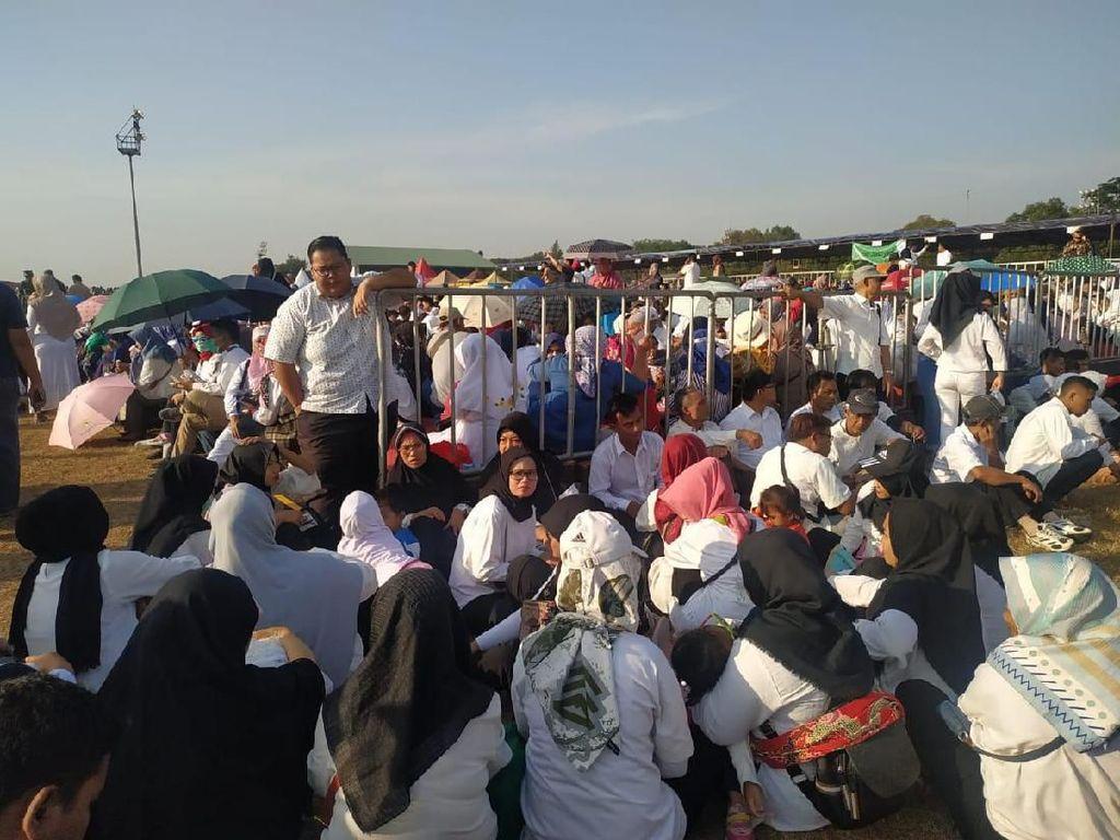 HUT Ke-74 TNI, Warga Antusias Saksikan Parade Alutsista TNI