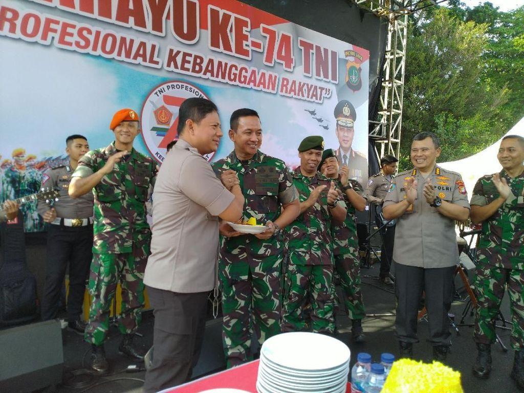Perayaan HUT Ke-74 TNI di DPR, TNI-Polri Diharapkan Makin Solid