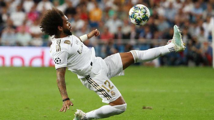 Marcelo kembali dibekap cedera leher, absen di laga Real Madrid vs Granada. (Foto: Jon Nazca / Reuters)