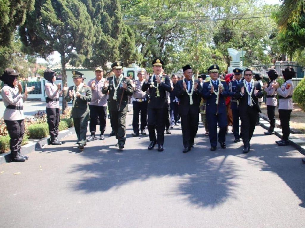 HUT ke-74 TNI, Personel Polres Duduki Kodim 0605/Subang