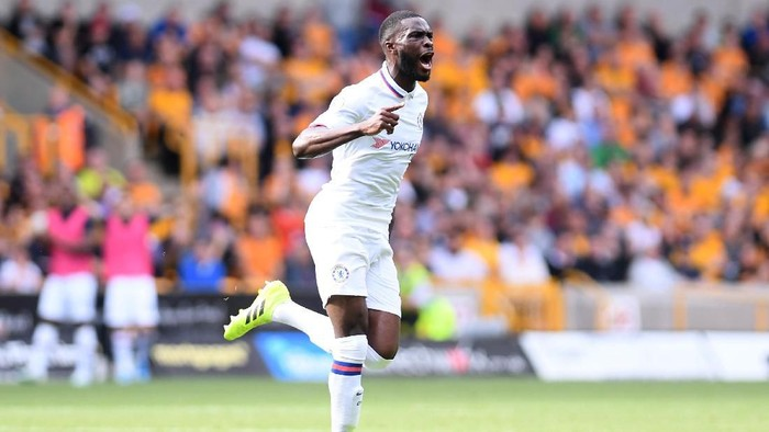 WOLVERHAMPTON, ENGLAND - SEPTEMBER 14: Fikayo Tomori of Chelsea celebrates after scoring his teams first goal during the Premier League match between Wolverhampton Wanderers and Chelsea FC at Molineux on September 14, 2019 in Wolverhampton, United Kingdom. (Photo by Laurence Griffiths/Getty Images)