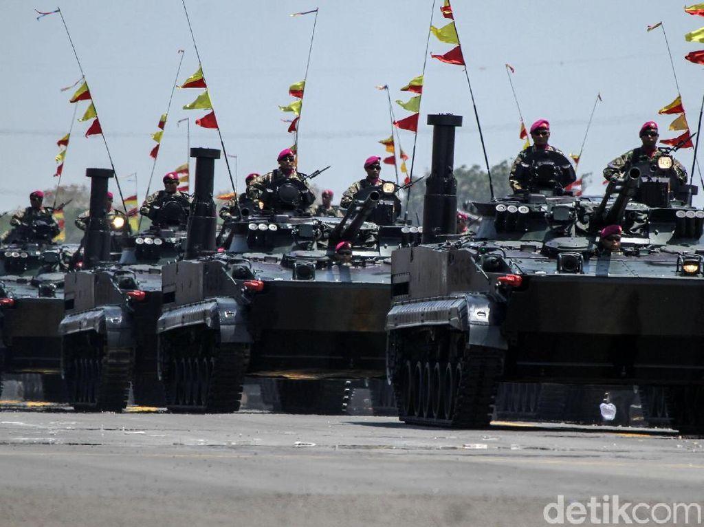 Alutsista di HUT TNI ke-74, dari Anoa Hingga Leopard