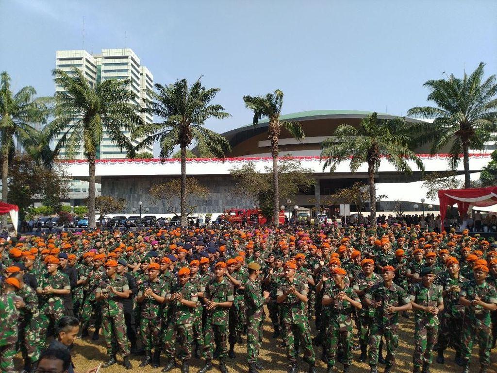 HUT Ke-74 TNI, Polri Gratiskan Perpanjangan SIM bagi 600 Prajurit