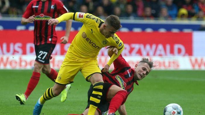 Borussia Dortmund bermain imbang 2-2 saat bertandang ke markas Freiburg (Foto: REUTERS/Ralph Orlowski)