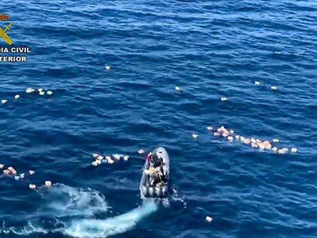 Jatuh ke Laut, Polisi Spanyol Ditolong Buron Penyelundup Narkoba
