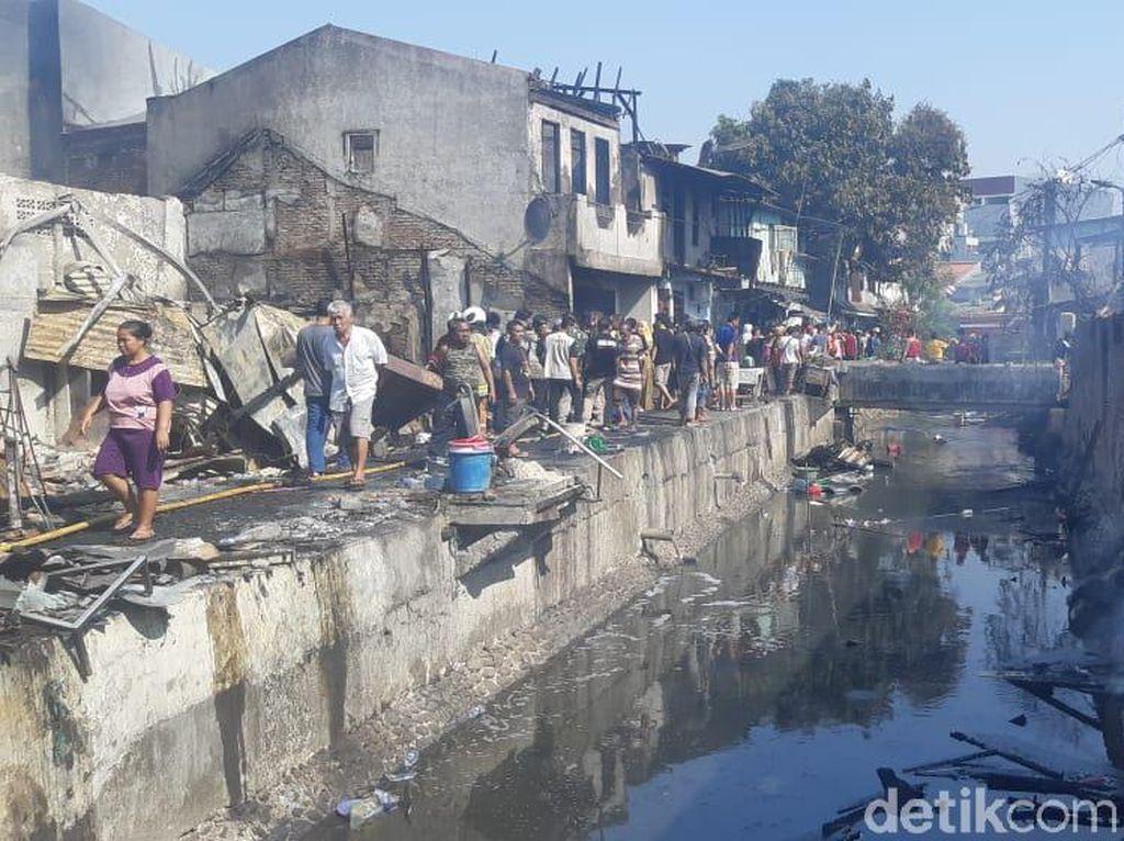 18 Rumah Terbakar di Taman Sari Jakbar, 200 Orang Dievakuasi