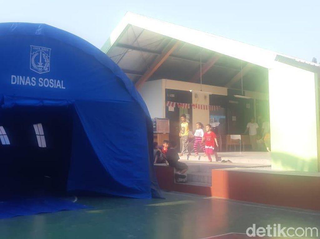 Dinsos Siapkan Tenda-Makanan untuk Pengungsi Kebakaran di Taman Sari Jakbar