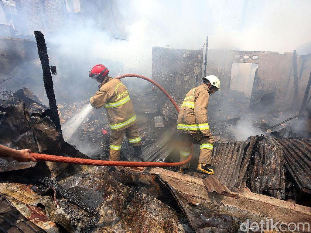 Potret Kebakaran di Permukiman Padat Taman Sari Jakbar