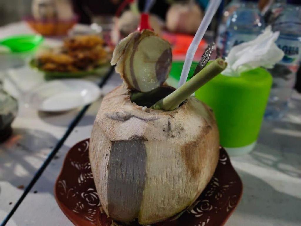 Rahasia Kelapa Muda Bakar Berempah yang Jadi Minuman Raja-raja Aceh