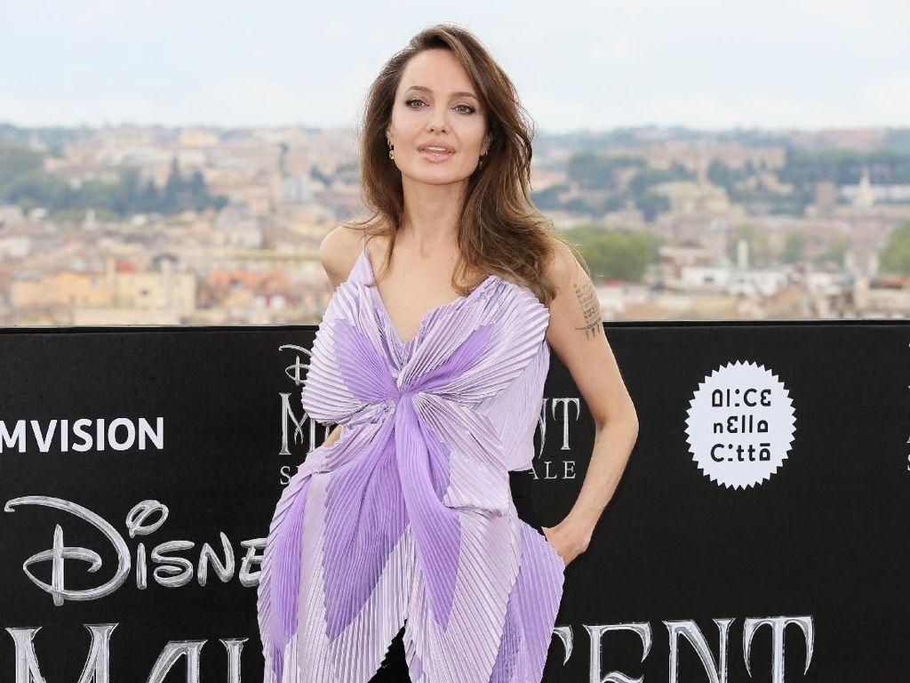 Angelina Jolie Kepergok Berburu Diskon