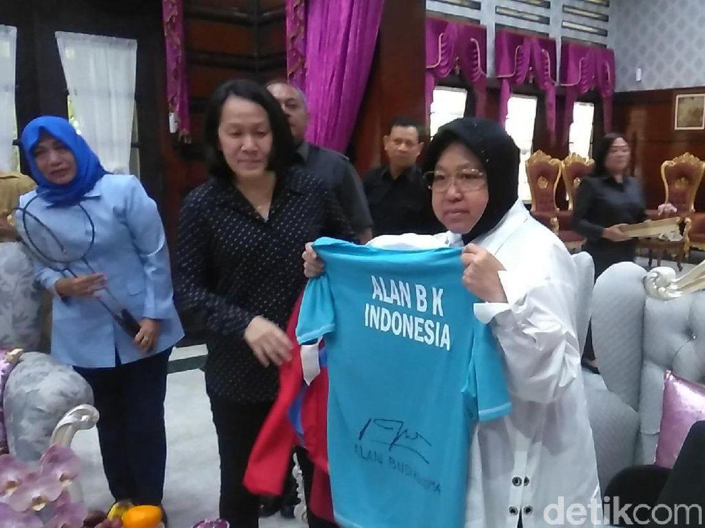 Risma Akan Bangun Museum Olahraga, Alan Budikusuma dan Minarti Sumbang Ini