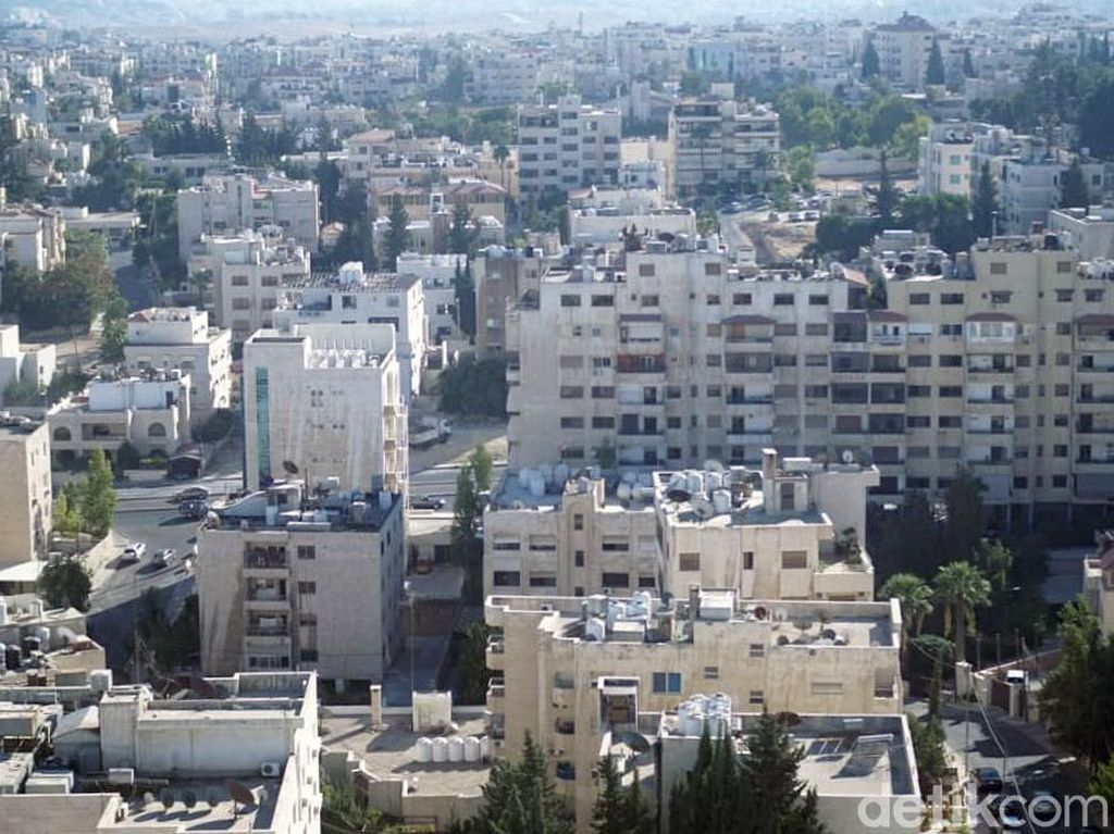 Uniknya Rumah-rumah di Yordania yang Corak Warnanya Senada