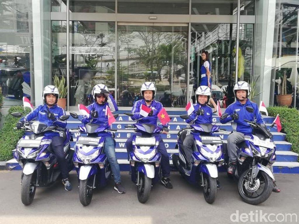 Rider Vietnam Naik Motor ke Indonesia Cari Durian
