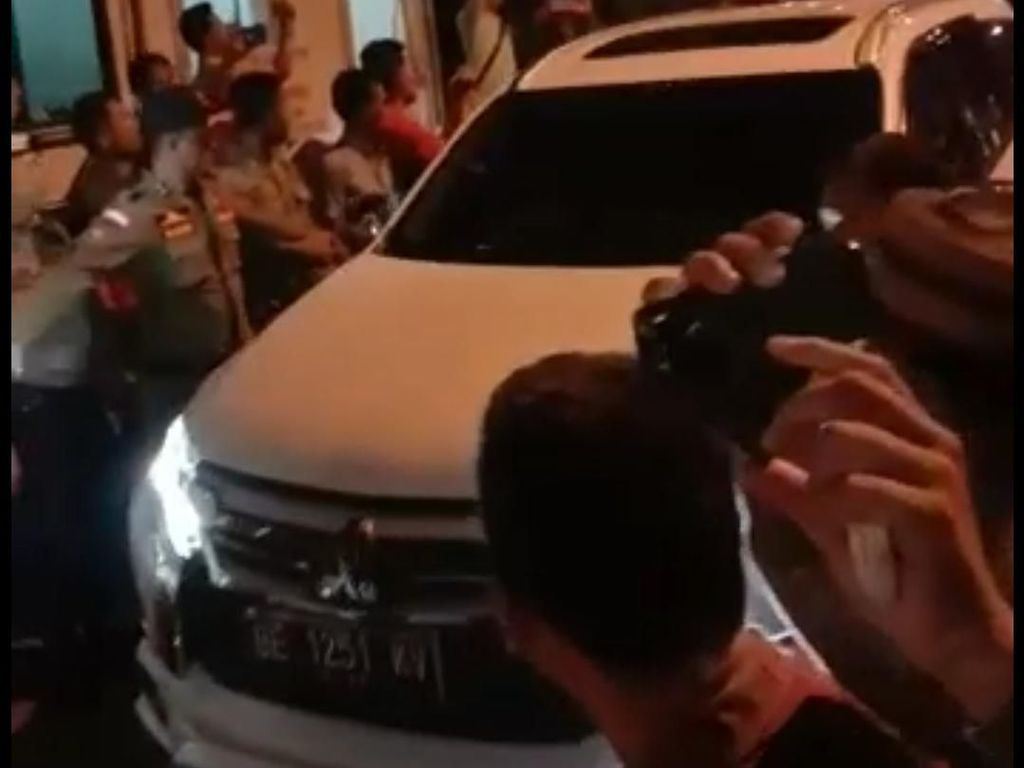 Bupatinya Kena OTT, Warga Lampung Utara: Hidup KPK!