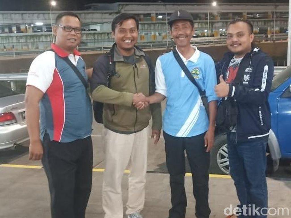 Guru Asal Brebes yang Tertahan di Papua Akhirnya Pulang