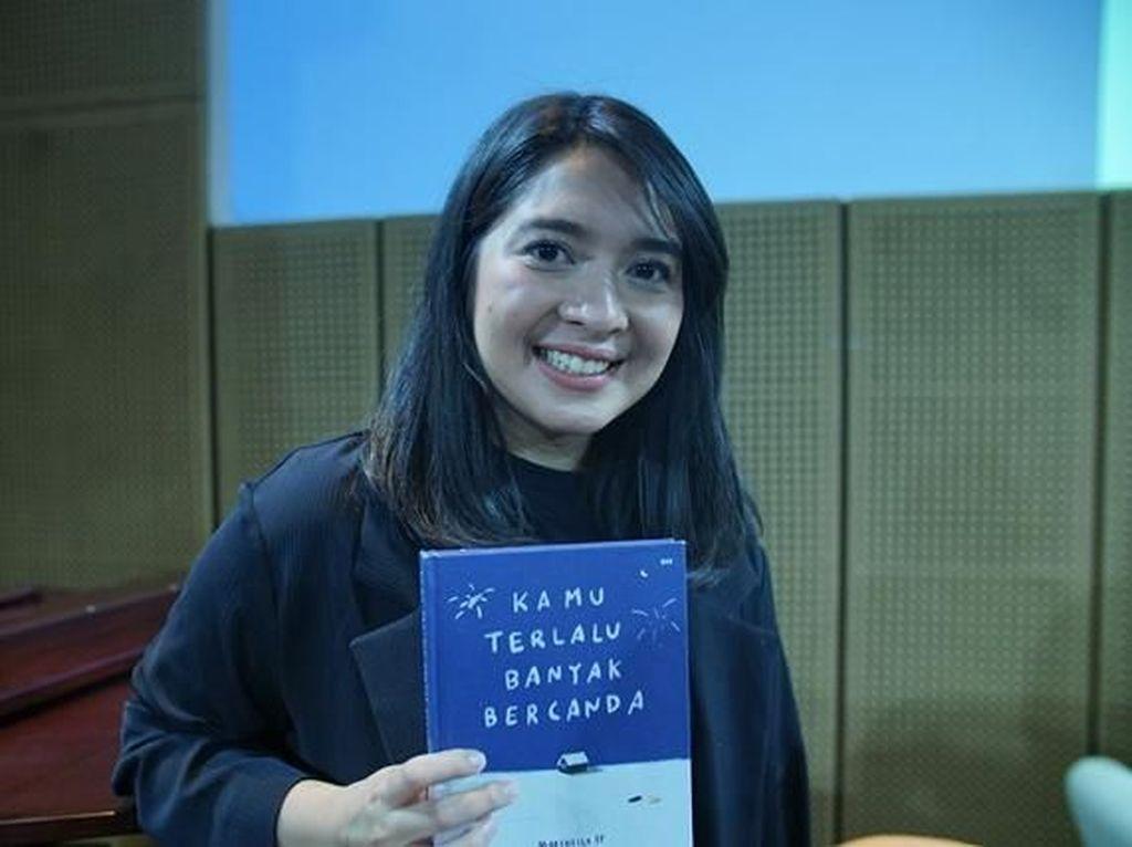 Pentas Penggalan Kamu Terlalu Banyak Bercanda Bius Pembaca Jakarta