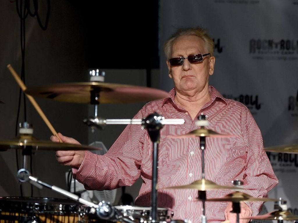 Drummer Paling Berpengaruh di Dunia Rock Meninggal