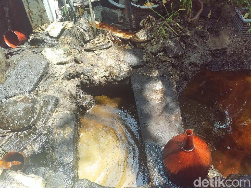 Kadar Minyak yang Menyembur di Rumah Warga Surabaya Makin Berkurang