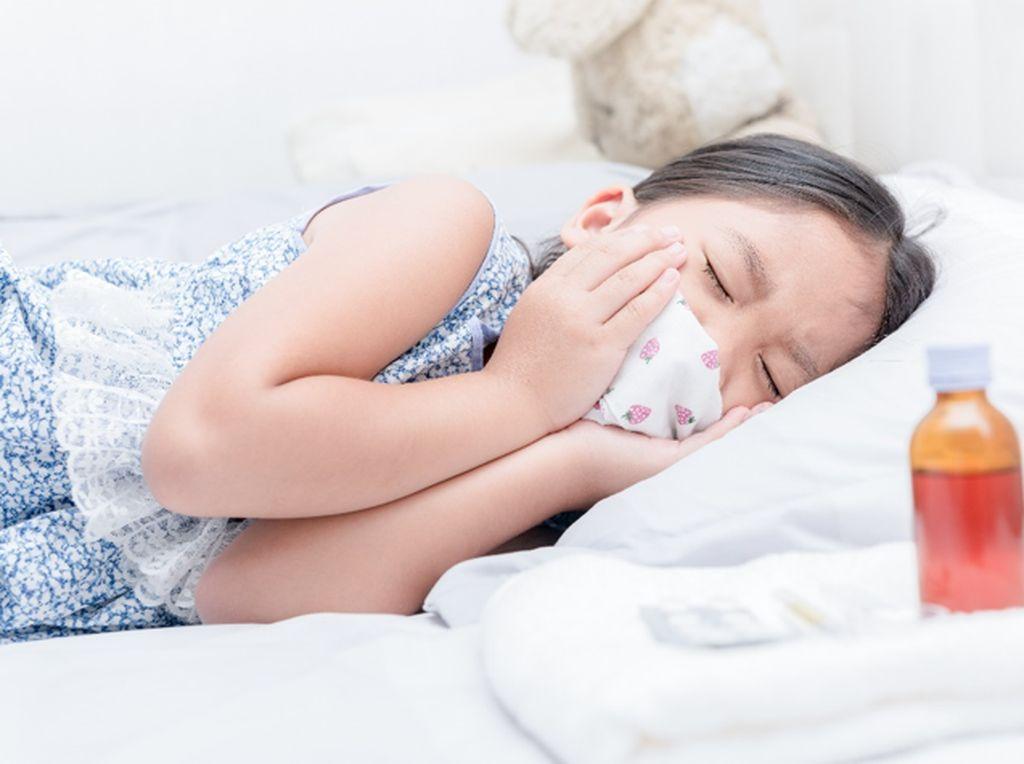Cara Aman Atasi Batuk Anak di Rumah Sebelum Parah